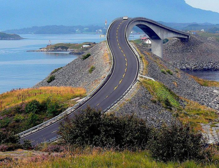 spectacular_roads_that_are_amazing_engineering_feats_02 (700x536, 120Kb)