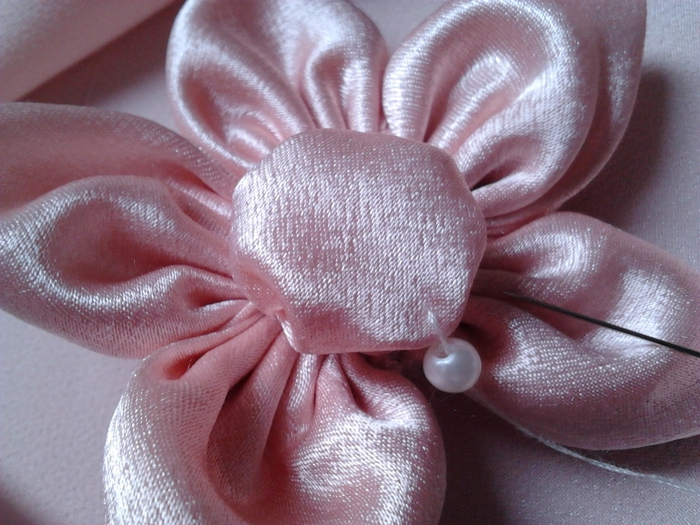 Нежный цветочек из ткани. Мастер-класс (22) (700x525, 288Kb)
