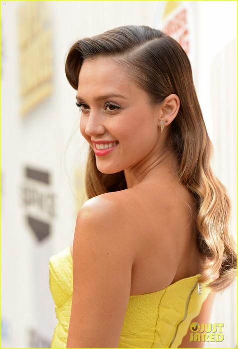 jessica-alba-guys-choice-awards-2013-red-carpet-16 (477x700, 61Kb)