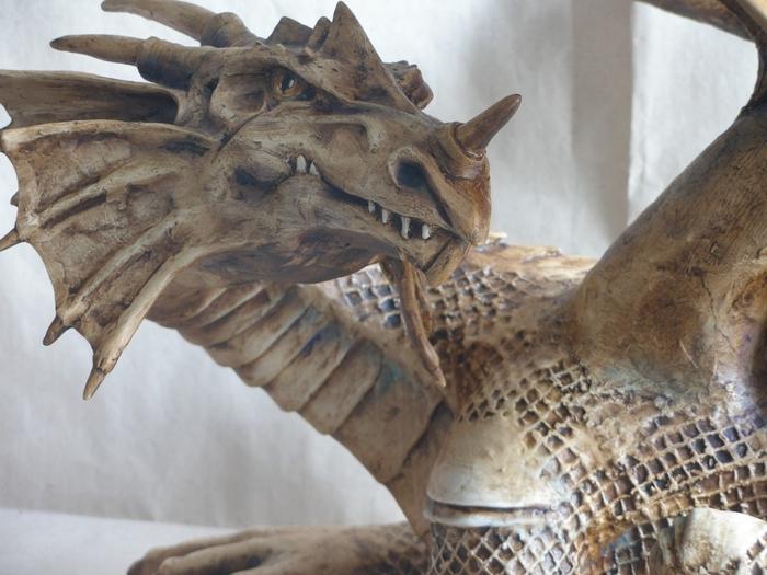 змей горыныч из папье маше своими руками фото карта показывает девушку