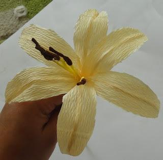Лилии из салфеток своими руками фото 930