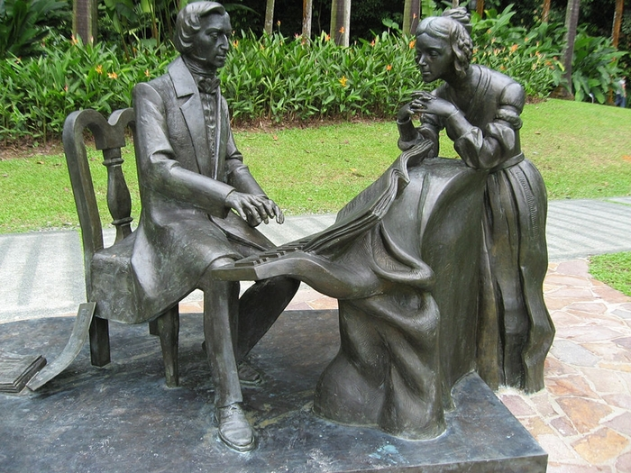 Frederick Chopin near the Symphony Lake in Singapore Botanic Gardens (700x525, 342Kb)