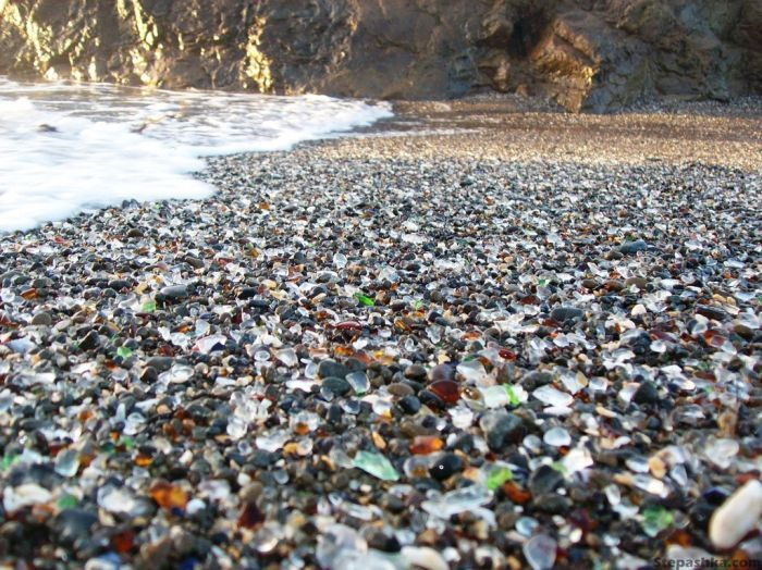 323927500002000glass_beach_04 (700x524, 441Kb)