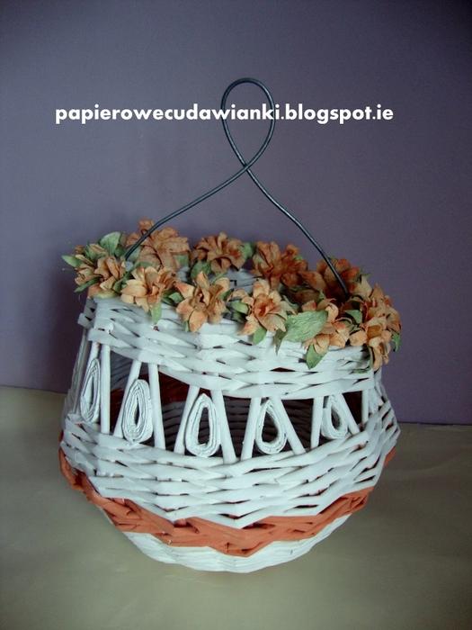Витрина с цветами из бумаги