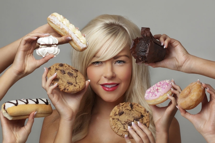 woman-being-offered-cakes-cookies-web (700x466, 172Kb)
