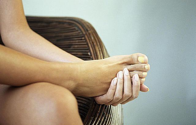 Почему ногти на ногах желтеют и утолщаются 20