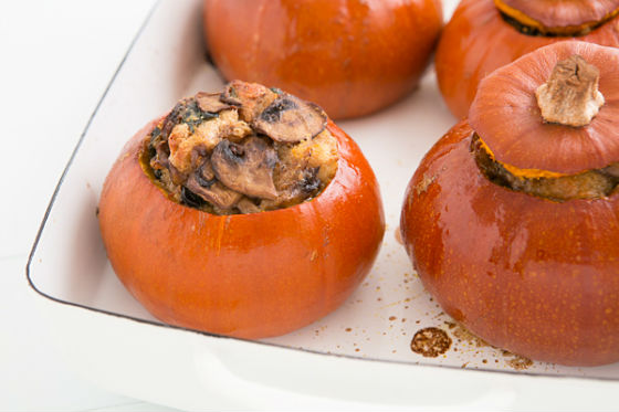 5721122_baked_pumpkins_with_spinach_mushrooms_and_cheese_recipe (560x373, 42Kb)