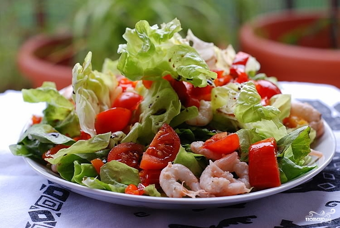 салат с креветками и свежими овощами рецепт с фото