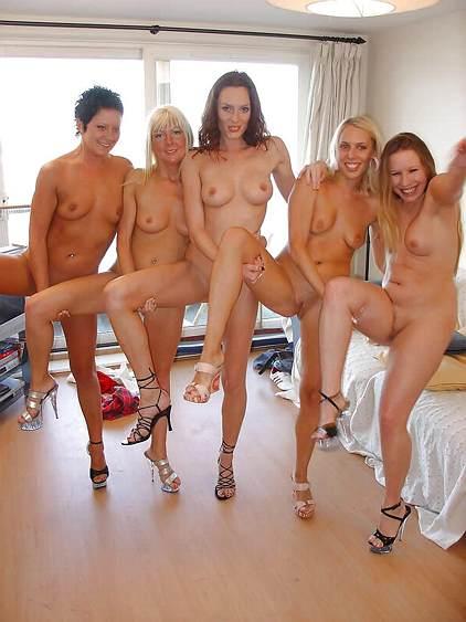 танцуют и девушки показывают голые