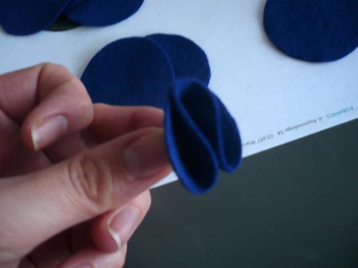 Как сделать цветок из фетра. Мастер класс