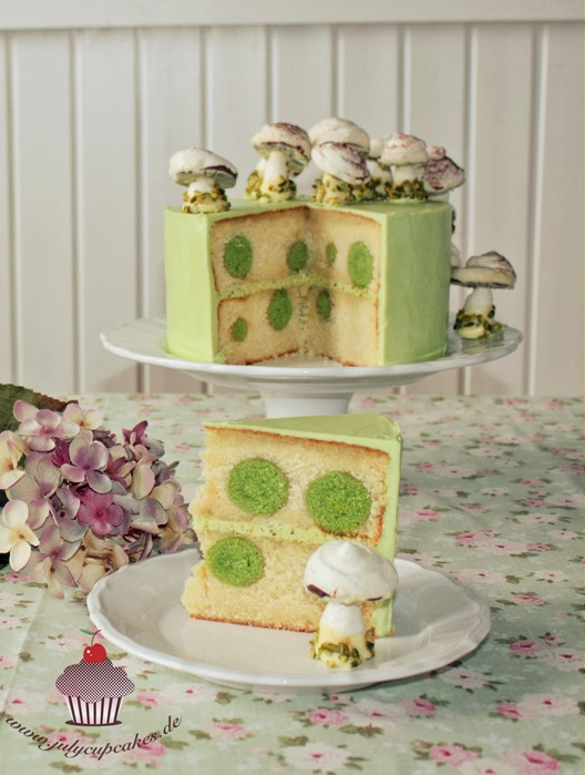Polka Dots-Pistachio Cake with Meringue Mushrooms (528x700, 95Kb)