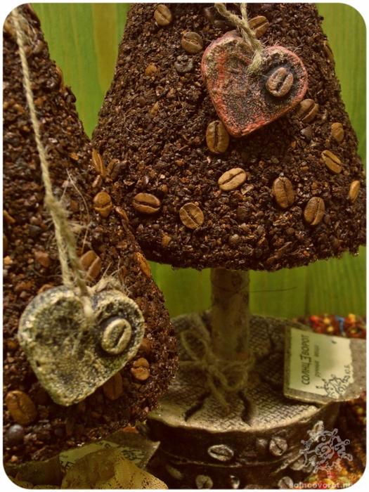 Кофейные зерна в новогоднем интерьере