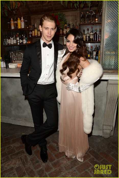 vanessa-hudgens-25th-birthday-party-with-austin-butler-05 (466x700, 98Kb)