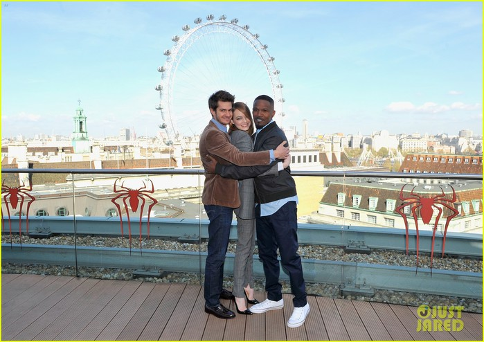 andrew-garfield-jamie-foxx-sandwhich-emma-stone-at-amazing-spider-man-2-london-photo-call-12 (700x494, 101Kb)