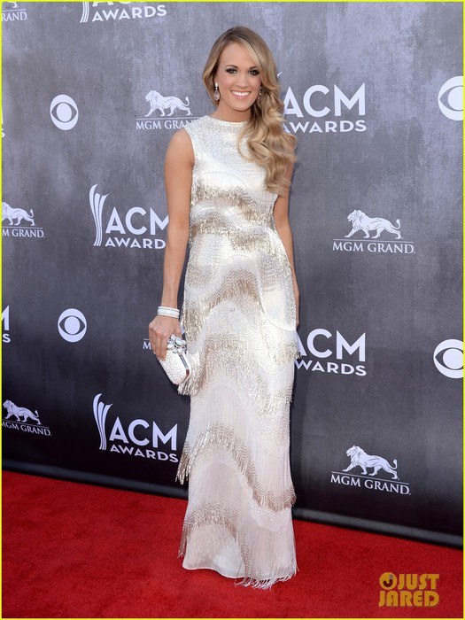 carrie-underwood-acm-awards-2014-red-carpet-01 (525x700, 105Kb)