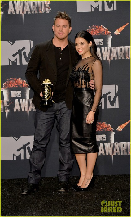channing-tatum-wins-trailblazer-award-at-mtv-movie-awards-2014-05 (423x700, 85Kb)