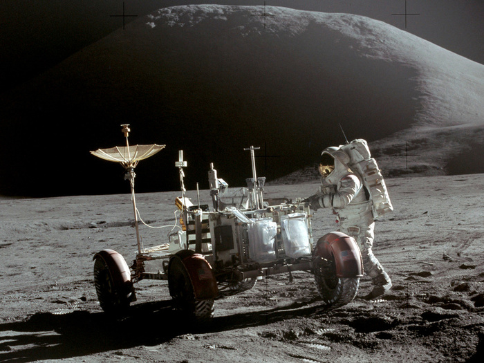 Apollo_15_Lunar_Rover_and_Irwin (700x525, 176Kb)
