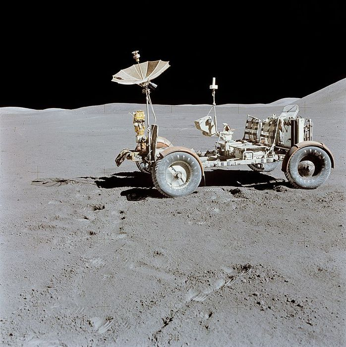 800px-Apollo_15_Lunar_Rover_final_resting_place (698x700, 108Kb)