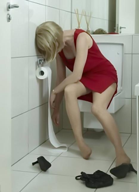 Жена изменяет в туалете отличная