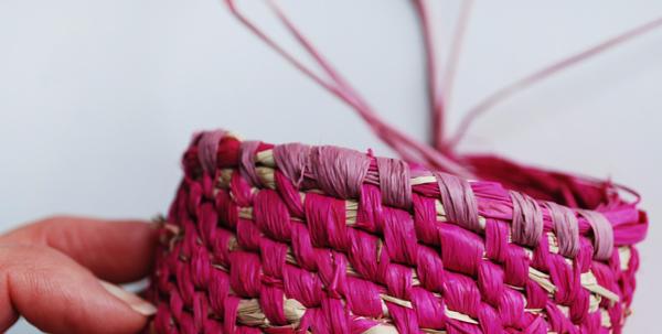 raffia-woven-baskets-steps2a-via-we-are-scout (600x303, 202Kb)
