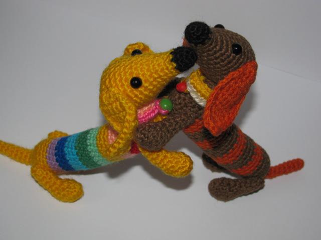 Собака амигуруми крючком такса