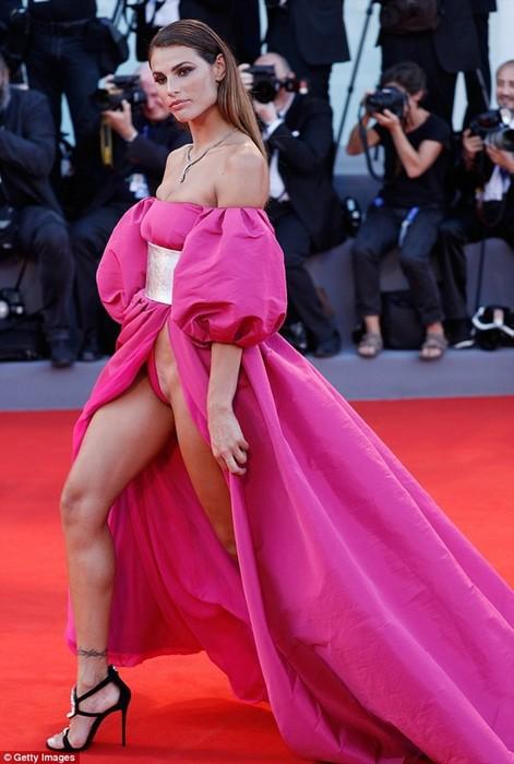 Стилисты раскрыли секрет нижнего белья для платьев, которые не каждая осмелится надеть