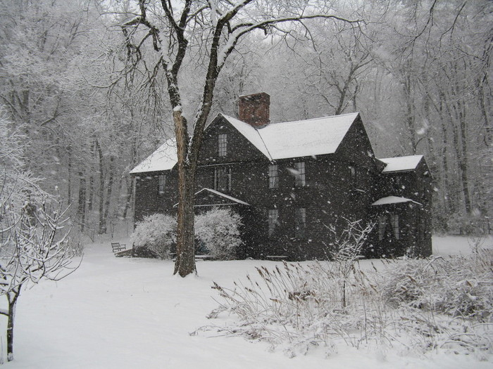 Orchard_House_in_Winter,_Concord_MA (700x525, 143Kb)