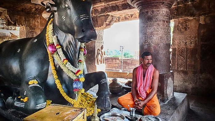 Священный бык Нанди. Паттадакал. Индия/3673959_10 (700x393, 72Kb)