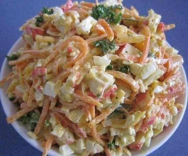 Простой салат с твердым сыром