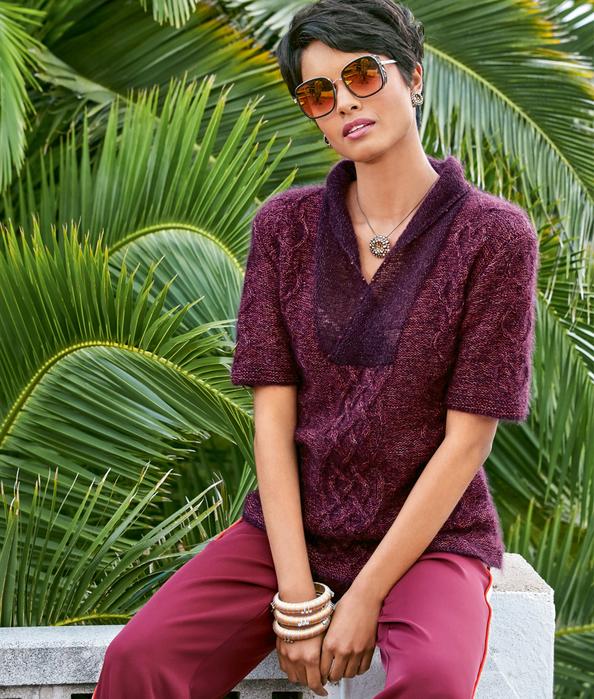 Пуловер с кристаллами Swarovski.