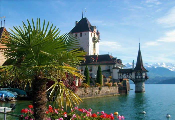 Lake-Thun-Castillo-Oberhofen-Switzerland (900x682, 90Kb)