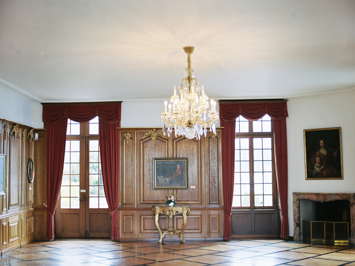 Formal-Area-Inside-Oberhofen-Castle-700x525 (900x725, 514Kb)