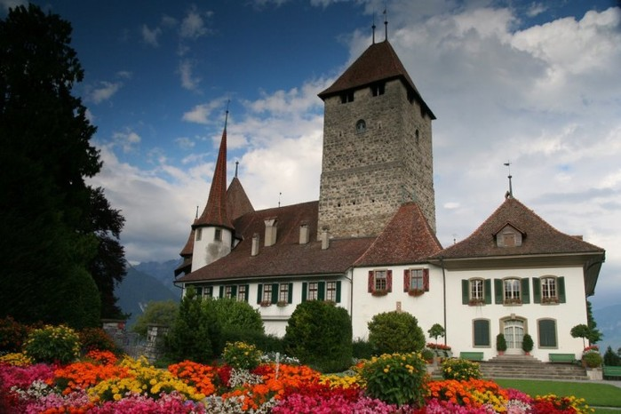 Castillo-Oberhofen-Over-Lake-Thun-750x500 (900x666, 86Kb)