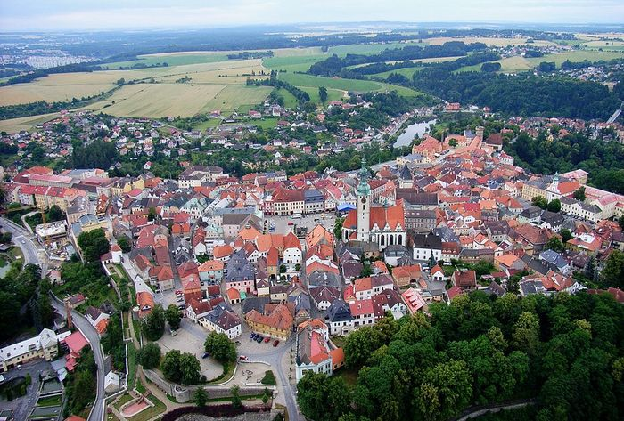 1024px-Tabor_CZ_aerial_old_town_from_north_B1 (700x473, 117Kb)