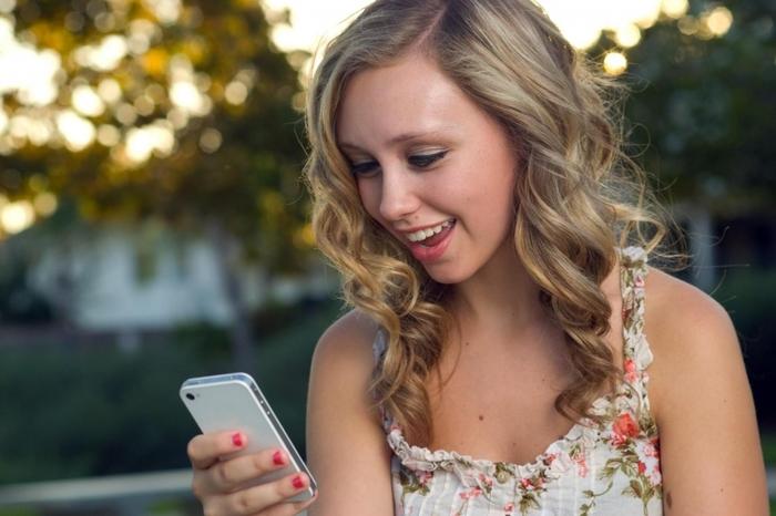 По каким критериям девушки выбирают телефоны?
