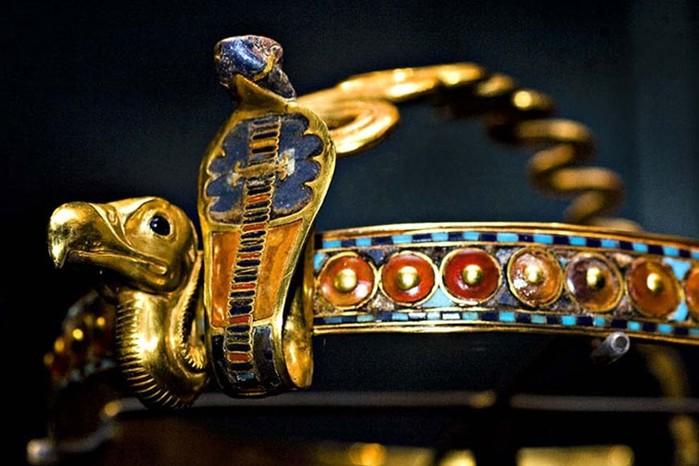 Когда начали носить первые украшения? История ювелирного искусства
