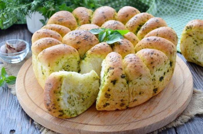 Хлеб-пшеничный-с-зеленью-и-чесноком (700x463, 356Kb)