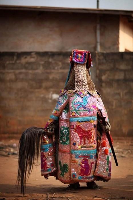 Самые экстравагантные женские наряды у разных народов мира