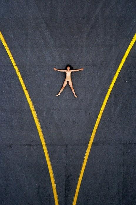 142335695 060818 1330 16 «Воздушное ню»: серия аэрофотографий с обнаженным женским телом