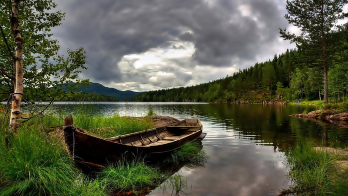 Wallpaper-hd-Boat-grass-lake-mountain-forest-915x515 (700x393, 316Kb)