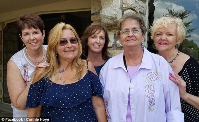 Американка нашла 12 тайных детей своего отца-многоженца