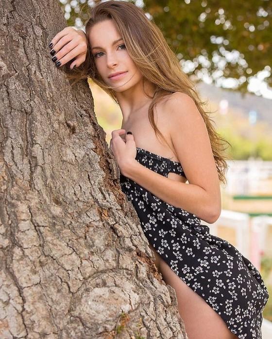 Порноактриса Кимми Грейнджер: 10 фото и видео из жизни соседской девчонки