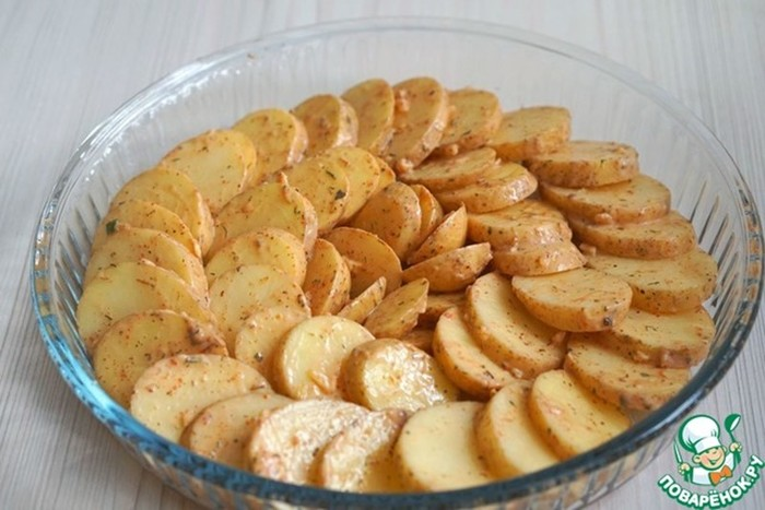 Запечённый пряный картофель: вкусное блюдо, которое готовится просто и быстро