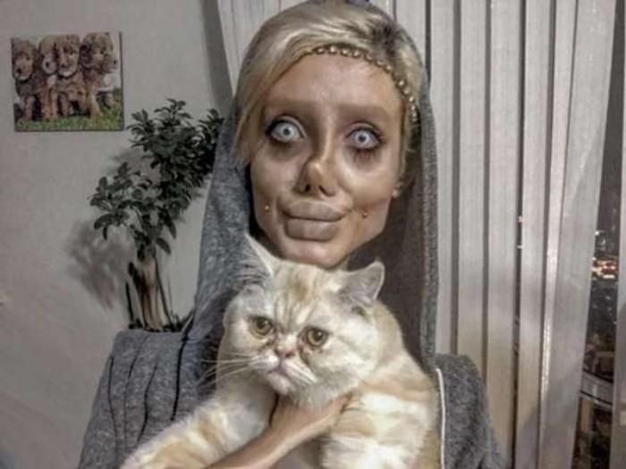 «Девушка-зомби» с 50 пластическими операциями призналась, что всех обманула