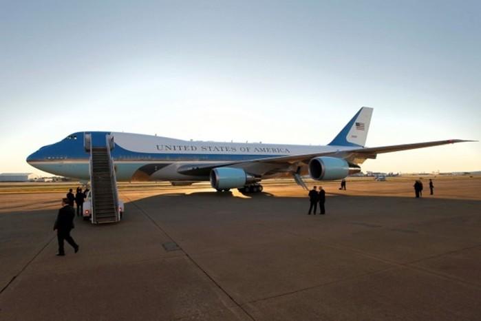 Как защищен самолет президента США