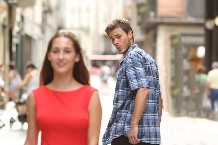 Что делать, если мужчина засматривается на других женщин?
