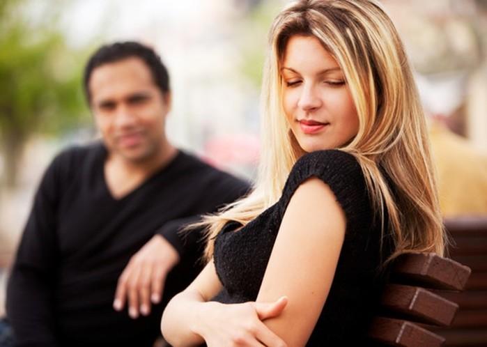 143337197 081318 1626 5 Что делать, если мужчина засматривается на других женщин?