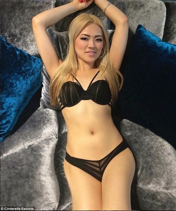 36 летняя стюардесса продала девственность за 19 млн и планирует стать певицей