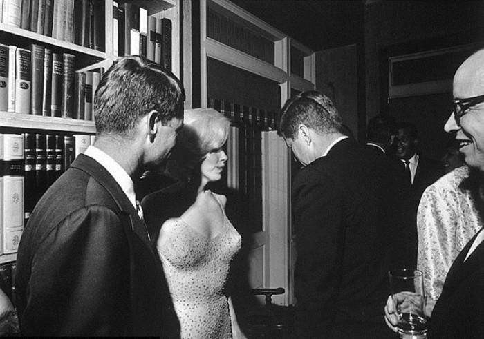 143465237 082518 1601 3 Самое скандальное выступление Мэрилин Монро: «С днём рожденья, мистер президент!»
