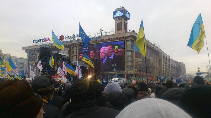 Маккейн_на_Євромайдані (700x393, 61Kb)
